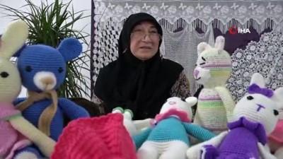 Tokat'ta 63 yaşındaki kadın geçimini örgü bebek yaparak sağlıyor