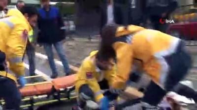Yolun karşısına geçmek isteyen yaşlı adama otomobil çarptı, tıp öğrencisi müdahale etti