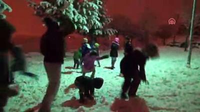 Ahlatlı çocukların gece kar keyfi - BİTLİS