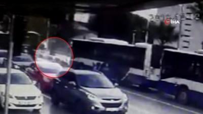 Halk otobüsü trafik polisine böyle çarptı