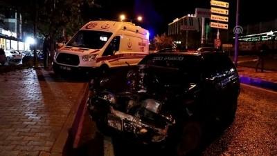 Otomobil, ambulansa çarptı: 1 yaralı - ELAZIĞ Video