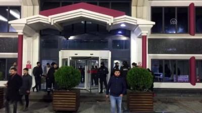 Polisten kaçan araçtakilere ateş açıldı - İSTANBUL Video