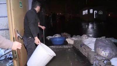 Şiddetli yağış - Tekstil fabrikasını su bastı - BİTLİS