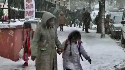 Ardahanlı çocuklar kar yağışını eğlenceye dönüştürdü (2)