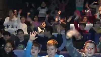 ogretmen -  Arnavutköy'de açılan ilk sinema salonuyla çocuklar sinemada film izlemenin keyfini yaşadı