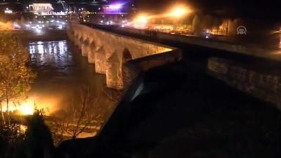 Dicle Barajı'nın kapaklarından biri yağış nedeniyle koptu (3) - DİYARBAKIR