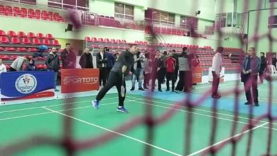 Hamza Yerlikaya, badmintoncularla antrenman yaptı - ANKARA