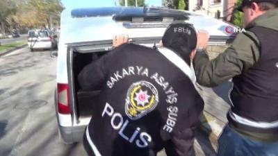 Sakarya'da 500 bin TL'lik cep telefonu çalan 2 hırsız yakalandı
