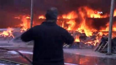Arnavutköy'de sünger fabrikasında yangın