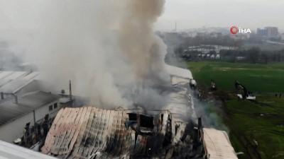 Arnavutköy'de sünger fabrikasındaki yangın havadan görüntülendi