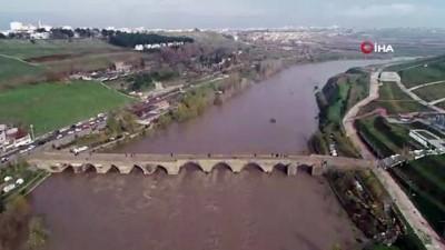 Baraj kapağının kırılmasıyla meydana gelen sel havadan görüntülendi