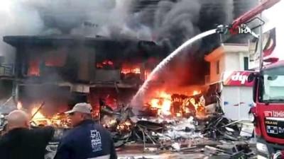 Çeşme'deki iş yerinde büyük yangın, onlarca ekip olay yerinde