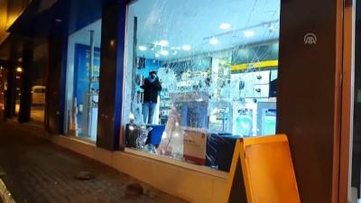 Taşlarla camı kırıp hırsızlık yaptılar - BURSA