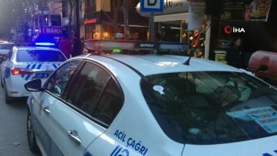 Trafik polisi bu kez ceza yerine akü takviyesi yaptı