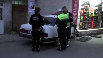 direksiyon -  Kontrolden çıkan otomobil duvara çarptı: 2 yaralı