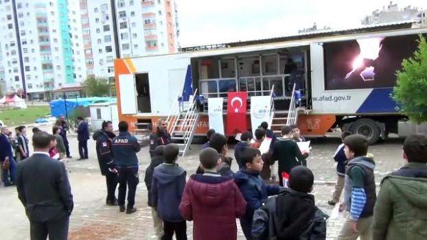 ogrenciler - AFAD Deprem Simülasyon Tırı - ADANA