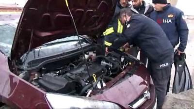 direksiyon -  Direksiyon hakimiyetini kaybeden sürücü otomobili ile kanala uçtu
