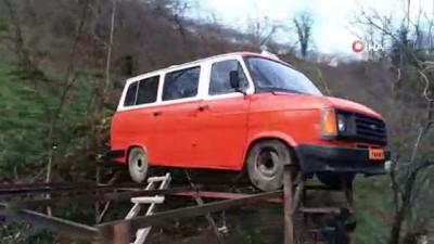 Fındık bahçesinde 1985 model minibüsü havada görenler şaşkınlığını gizleyemiyor
