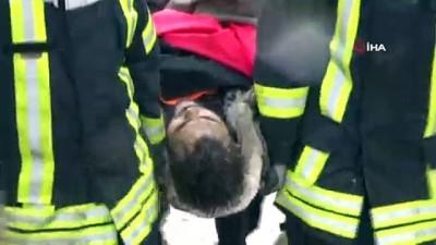 insan zinciri -  Geceyi düştüğü bataklıkta geçirdi...Bataklığa saplanan üniversite öğrencisini AFAD ekipleri kurtardı