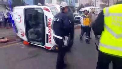 Kırşehir'de ambulans devrildi: 6 yaralı