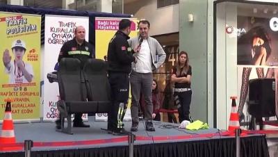 - Alışveriş merkezinde polislerden çocuklara trafik eğitimi