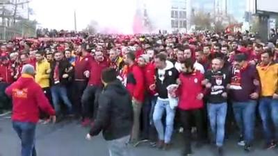Galatasaray taraftarı Vodafone Park'a ulaştı