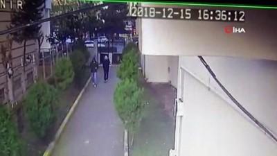 Güpegündüz ev soydular...Hırsızlık anları kamerada