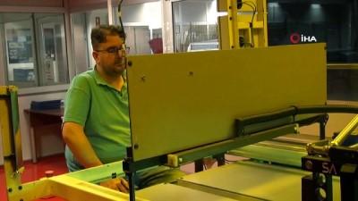 Okuyan fabrika...İşçiler kitap okumak için 4 gözle molayı bekliyor