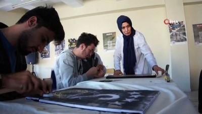 Dersten arta kalan zamanlarında Filografi sanatını öğreniyorlar