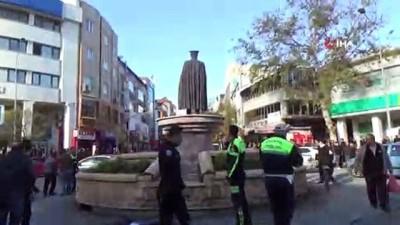 'Babam' diye sarıldığı Atatürk heykeline yine çıktı