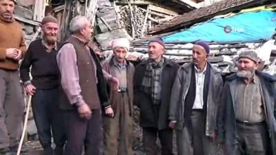 Heyelan korkusuyla yaşayan köylüler yardım bekliyor