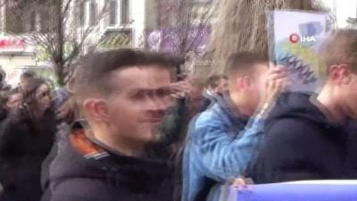 """serbest dolasim -  Kosovalı Öğrenciler Ab'yi Protesto Etti - Öğrenci Temsilcisi Edison Syla: - """"95 Kriter Yanında Yerine Getirilmesi Gereken Kaç Kriter Daha Var?"""""""