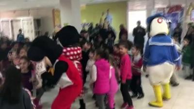 Dinar'da çocuk şenliği