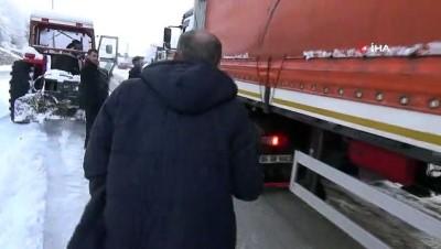 Buzlanma nedeniyle yolda kalanların imdadına traktörler yetişti