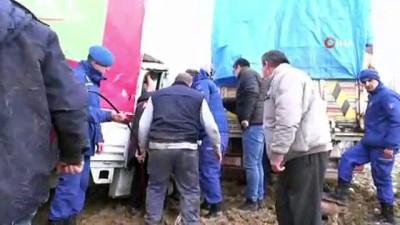 Kaza sonrası sıkışan sürücüyü AFAD ekipleri kurtardı