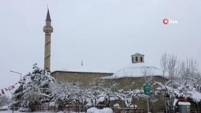 Harput'ta kar yağışı kenti beyaza bürüdü