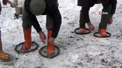 Karlı yolları 'hedik'lerle aşıyorlar