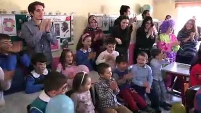 Üniversitelilerden köy okullarına 'Bir Avuç Umut' diyerek ziyaret - EDİRNE