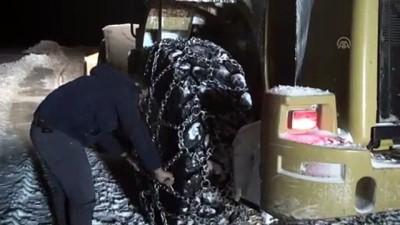 Kara saplanan minibüsteki 6 yolcu kurtarıldı - AĞRI