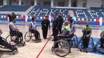 Engelli basketbolcular gösteri maçı yaptı - HAKKARİ
