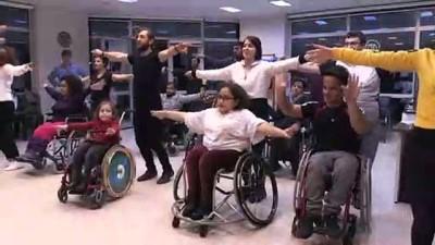 Minik Nazar tekerlekli sandalyesinde dansla mutluluğu yakaladı - SAMSUN