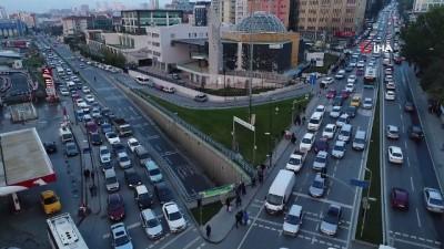 Şehir içinde yer alan AVM'ler trafiği olumsuz yönde etkiliyor...AVM'lerin çevresindeki trafik yoğunluğu havadan görüntülendi