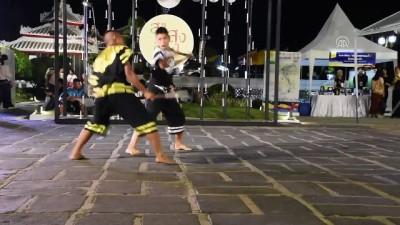 lise ogrenci - Tayland'lı öğrencilerden 'Krabi Krabong' gösterisi - BANGKOK