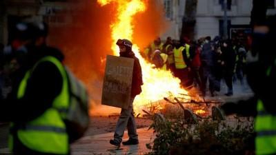 medya kuruluslari - Fransa'da Sarı Yelekliler'den medyaya tepki: İşbirlikçi gazeteciler