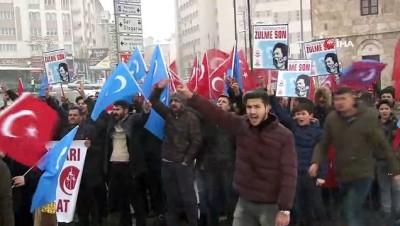 - Sivas'ta kar altında Çin protestosu
