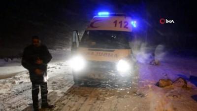 Kar ve tipiden dolayı yolu kapanan köydeki hasta 4 saat süren çalışma sonrası kurtarıldı