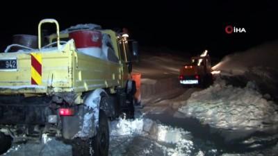 Kar yolları kapattı, Nazmiye Nine'ye 3 saatlik çalışmayla ulaşıldı