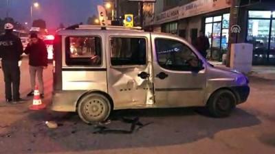 Trafik kazası: 2 polis yaralı - İZMİR