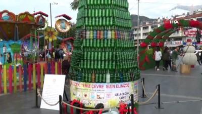 farkindalik -  Atık şişelerden çam ağacı yaptılar