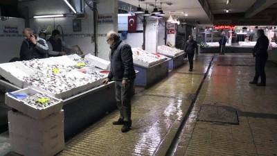 Tezgahlardaki balık çeşitliliği yüz güldürüyor - ZONGULDAK